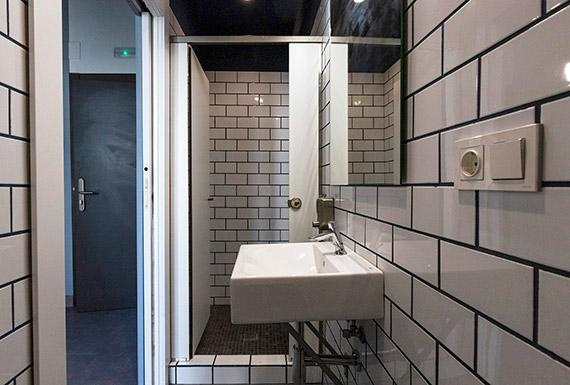 Bano_vista_ducha habitacion_azul6camas
